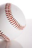 Baseball: Boll på reflekterande yttersida Arkivfoto
