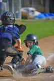 Baseball che fa scorrere nella casa Fotografie Stock Libere da Diritti