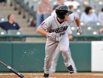 Baseball della Lega Minore - esecuzioni della pastella ad in primo luogo Fotografie Stock Libere da Diritti