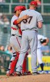 Baseball della Lega Minore - riunione del monticello Fotografia Stock