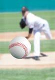 Baseball, der nach rechts an Ihnen kommt Stockfotos
