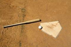 Baseball e blocco sulla zolla domestica Immagini Stock