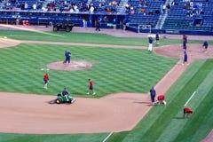 Baseball - förberedelse för lek för jordningslag Pre royaltyfri foto