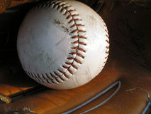 Baseball in guanto Immagine Stock