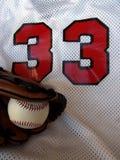 Baseball, Handschuh und Jersey Stockbild