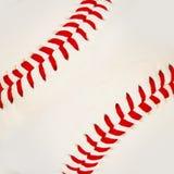 Baseball med röda häftklammer. Royaltyfria Bilder