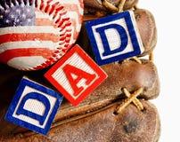 Baseball mit Handschuh und dem Wort Vati Stockfoto