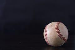 Baseball mit schwarzem Hintergrund Lizenzfreies Stockbild