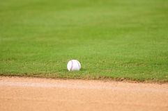 Baseball na polu Fotografia Stock
