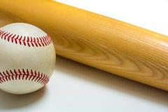 Baseball och slagträ Royaltyfria Bilder