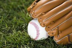 Baseball piłka i rękawiczka obrazy royalty free