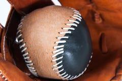 Baseball rękawiczka z piłką Fotografia Stock