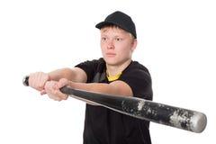 Baseball-Spieler, der fertig wird, den Schläger zu schlagen Stockfoto