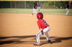 Baseball-Spieler der kleinen Liga, der versucht zu stehlen Lizenzfreie Stockfotos