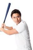 Baseball-Spieler im weißen T-Shirt mit Schläger Stockfotografie