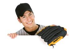 Baseball: Spieler mit Handschuh hinter weißer Karte stockbild