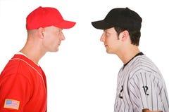 Baseball: Spieler von gegenüberliegendem Team-Stand-Auge zum Auge stockbild