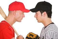 Baseball: Spieler von gegenüberliegendem Team-Stand-Auge zum Auge lizenzfreie stockbilder