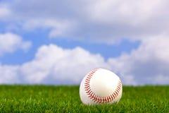 Baseball su erba Fotografia Stock