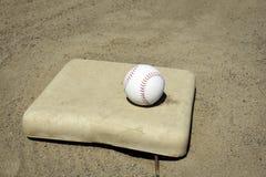 Baseball sulla base Fotografia Stock Libera da Diritti