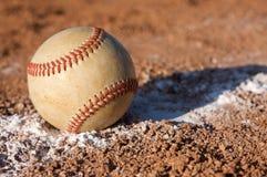 Baseball sulla riga di gesso Immagini Stock