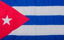 Baseball und Baseballschläger auf einer Flagge von Kuba stockbild