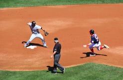 Baseball - vänd två för double play! arkivbild