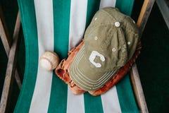 Baseballa nakrętka, piłka i rękawiczka, zdjęcie royalty free