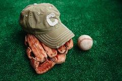 Baseballa nakrętka, piłka i rękawiczka, zdjęcia royalty free