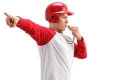 Baseballa trener dmucha gwizd i wskazuje z jego ręką fotografia royalty free