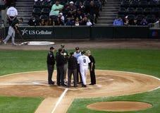 baseballchefer som möter mlbdomare Royaltyfri Fotografi