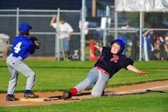 Baseballe glissent dans le 3ème Photos libres de droits