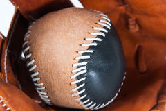 Baseballhandschuh mit Ball Stockfotografie