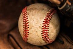 Baseballhandske med bollen Royaltyfri Foto