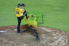 Baseballkanna i handling Royaltyfri Foto