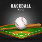 Baseballläderboll och träslagträ på fält Royaltyfria Bilder