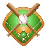 Baseballläderboll och träslagträn på fält Royaltyfri Foto