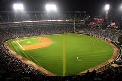 Baseballliga-Stadion nachts Stockfotografie
