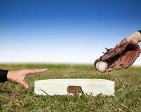 Baseballsafe- und -hinausdrängen Konzept Lizenzfreie Stockbilder