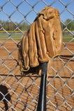 Baseballschläger und Handschuh Stockfoto
