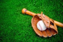 Baseballslagträ, boll och handske Royaltyfri Bild
