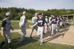 Baseballteams, die Hände rütteln Stockbild