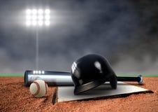 Baseballutrustning under strålkastare Royaltyfri Bild