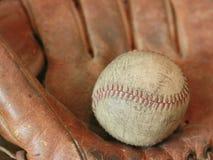 Basebol antigo com luva Foto de Stock Royalty Free