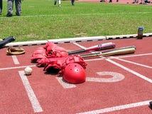 Basebol, capacetes e bastões Fotografia de Stock Royalty Free