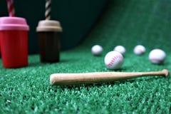 Basebol e bastão com espaço da cópia fotografia de stock