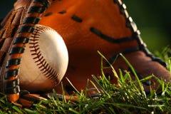 Basebol e close up da luva fotografia de stock royalty free