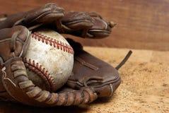 Basebol e luva Fotos de Stock Royalty Free