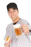 Basebol: Jogador pronto para comer o cachorro quente e a cerveja para o petisco fotos de stock