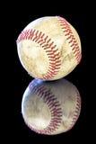 Basebol velho e usado com laços vermelhos Imagens de Stock Royalty Free
